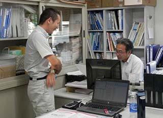 研修生2名が勉強中!_e0190287_18471640.jpg