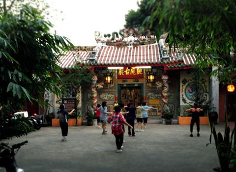 タイで流行っている体操_d0156336_0582347.jpg