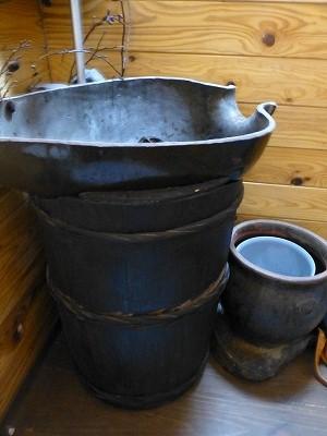 「樽のあるトイレ」_b0122856_0553549.jpg
