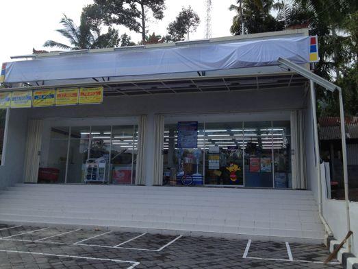 シドゥメン村にコンビニ、インドマレッ Indomaret ができました。_a0120328_213478.jpg