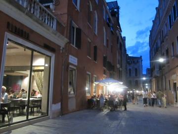 ヴェネツィアにおしゃれなピッツェリア登場_a0091348_16451129.jpg