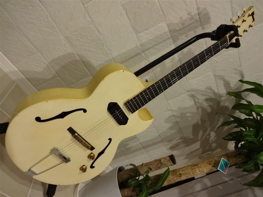 ギターの不思議。_e0119092_10363838.jpg