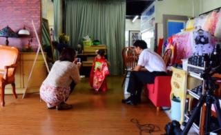 気温も若干下がった遅めの午後のお客様はスタジオ撮影..._b0194185_21512529.jpg