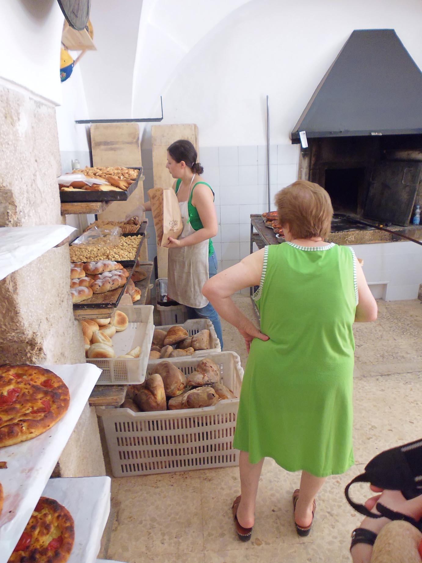 美味しいパンを探して ALTAMURAの街へーープーリア旅行記2014_c0179785_0575078.jpg