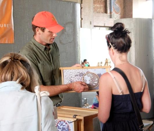 ハイラインで地元産の蜂蜜を集めたマーケットに遭遇_b0007805_13272272.jpg
