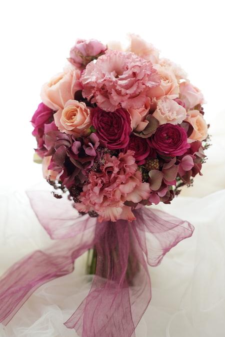 クラッチブーケ ザ・ペニンシュラ東京様へ サーモンピンクのドレスに_a0042928_21512314.jpg