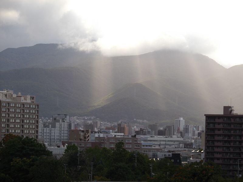 午後遅く、山がステージになった_c0025115_18512642.jpg