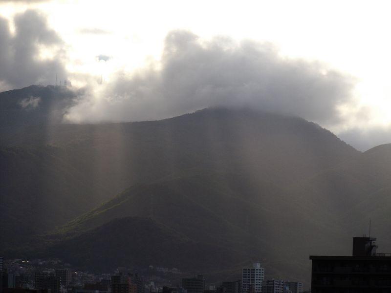 午後遅く、山がステージになった_c0025115_18533188.jpg