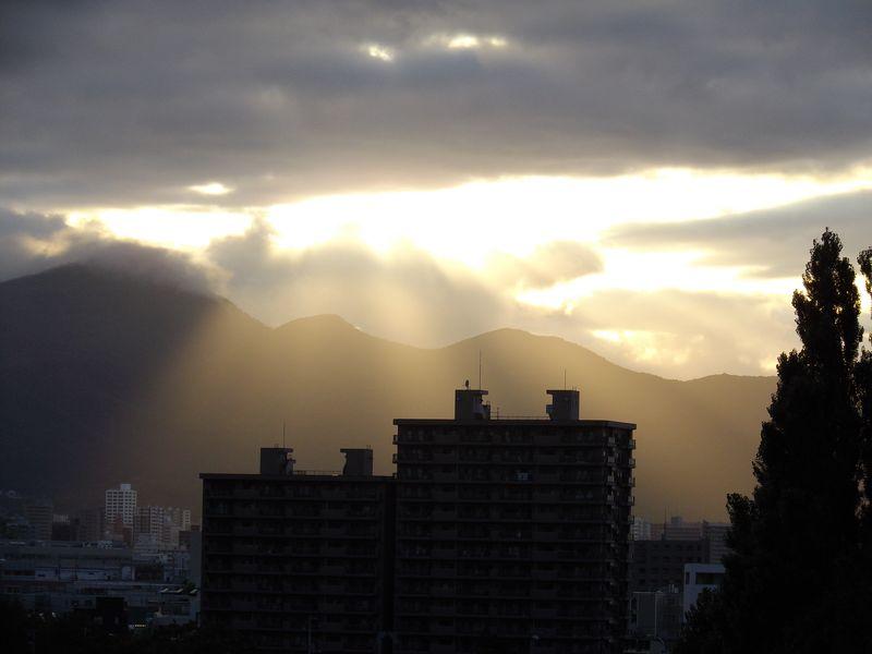 午後遅く、山がステージになった_c0025115_18543799.jpg