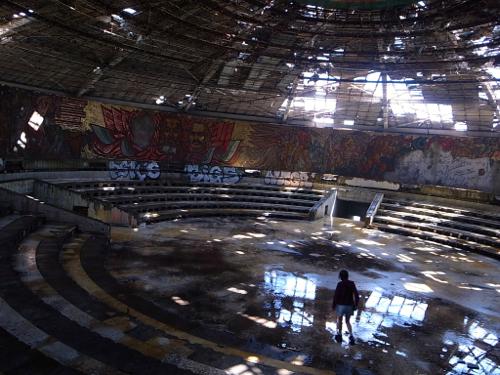 ブルガリア 旧共産党の廃墟_b0141474_12561922.jpg