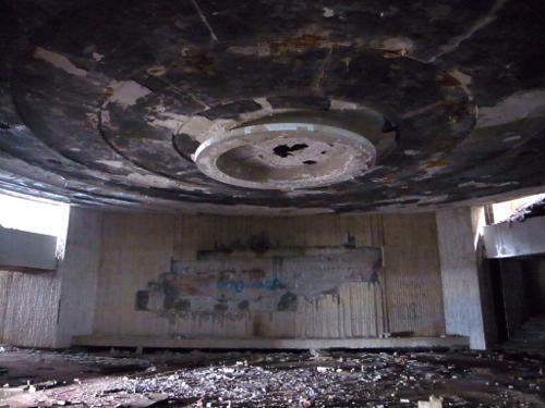 ブルガリア 旧共産党の廃墟_b0141474_13331195.jpg