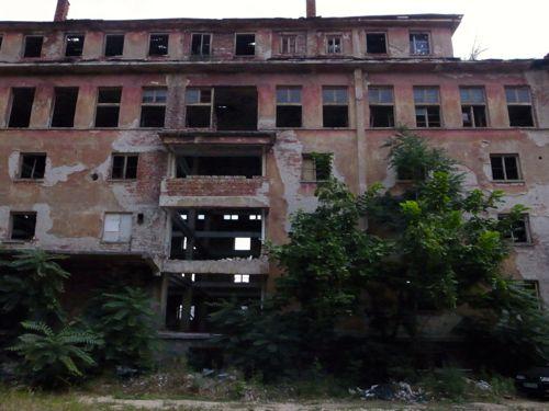 ブルガリア また廃墟_b0141474_15382619.jpg