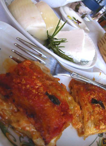 カザールヴェリーノ1. お待ちかねの夕食はアグリトゥーリズモでvv_f0205783_1372875.jpg