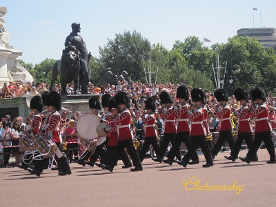 Changing the Guard_f0238789_18405212.jpg