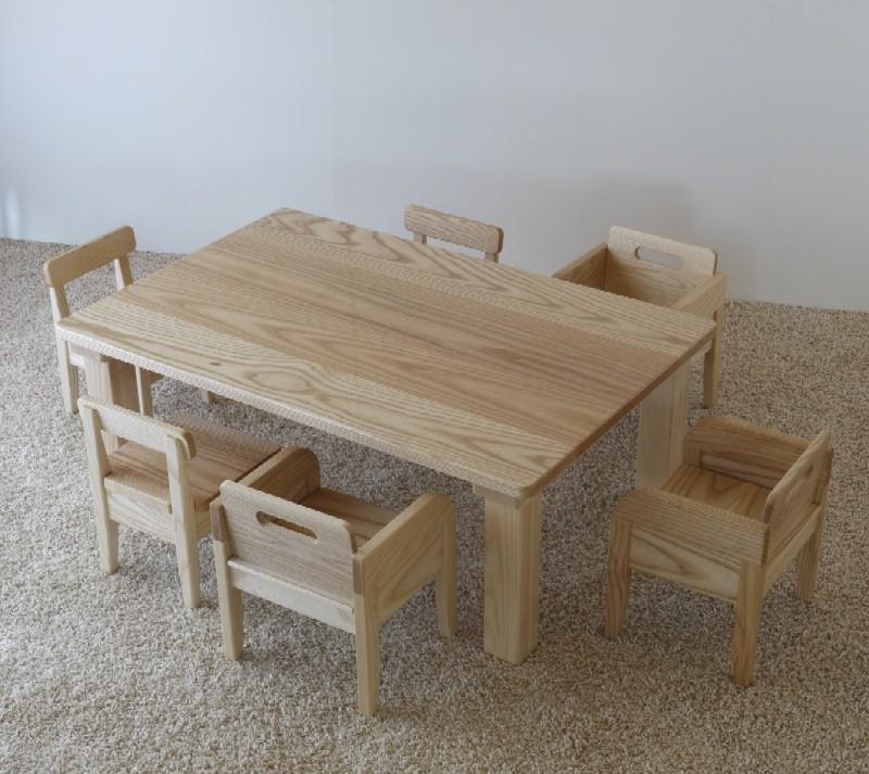 保育園、2歳児室のテーブルと椅子_c0138410_20465816.jpg
