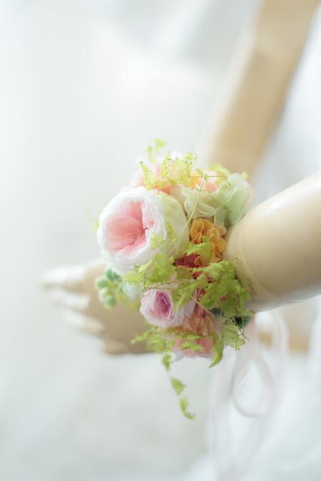 ドレスのバックコサージュとリストブーケ 北海道へ_a0042928_21202098.jpg