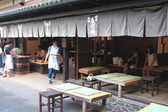 あぶり餅で一休み 今宮神社_e0048413_1844467.jpg