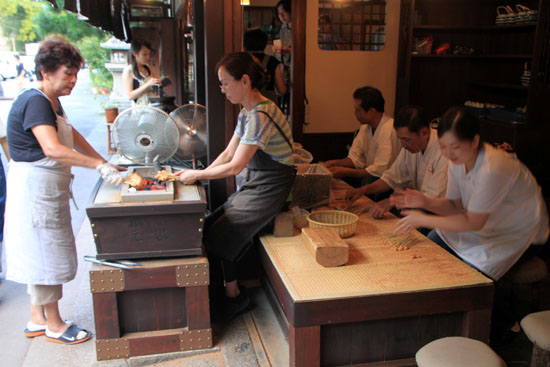 あぶり餅で一休み 今宮神社_e0048413_18445519.jpg