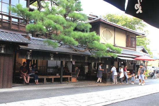 あぶり餅で一休み 今宮神社_e0048413_18451953.jpg