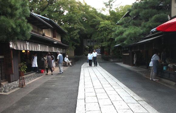 あぶり餅で一休み 今宮神社_e0048413_1845899.jpg