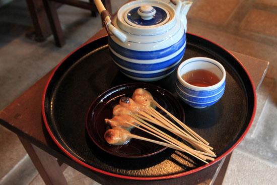 あぶり餅で一休み 今宮神社_e0048413_1846654.jpg