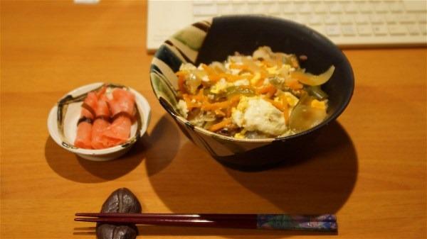 お昼は豚肉丼_e0166355_1334558.jpg