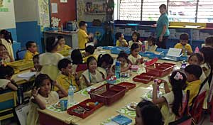 Kindergarten In Philippines...part.1_e0325335_1432433.jpg