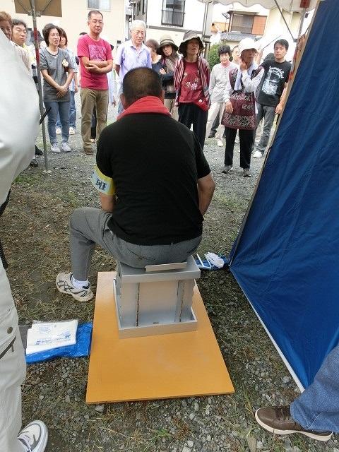 段ボール製「簡易トイレ」はなかなか優れもの 駿河台3丁目防災訓練-2_f0141310_7215758.jpg
