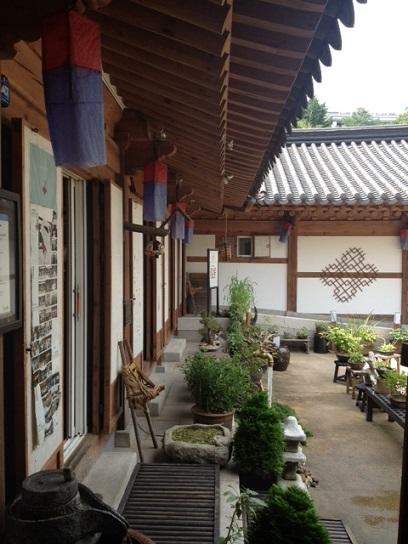 ソウルでお花のピビンパッを食べる_b0060363_222276.jpg