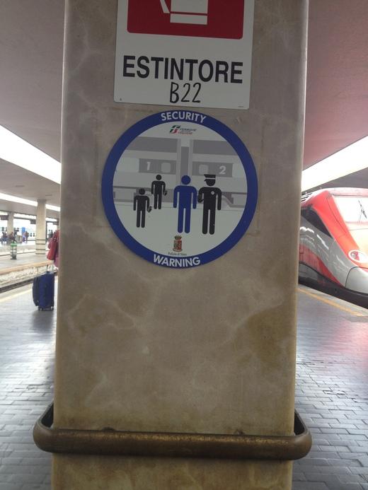 02/09/2014 駅ではジプシー排除に向けて_a0136671_23384323.jpg