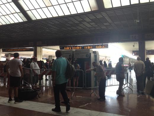 02/09/2014 駅ではジプシー排除に向けて_a0136671_2342615.jpg