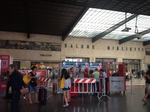 02/09/2014 駅ではジプシー排除に向けて_a0136671_2348952.jpg