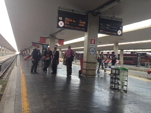 02/09/2014 駅ではジプシー排除に向けて_a0136671_2352653.jpg