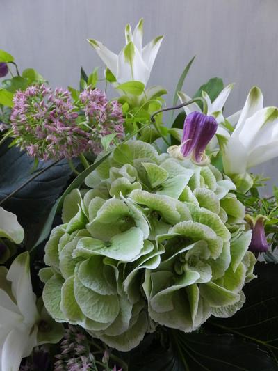 オークリーフ(秋色紫陽花と季節の花のアレンジメントⅡ  )_f0049672_12571363.jpg