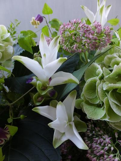 オークリーフ(秋色紫陽花と季節の花のアレンジメントⅡ  )_f0049672_12572287.jpg