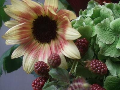 オークリーフ(秋色紫陽花と季節の花のアレンジメントⅡ  )_f0049672_12593937.jpg