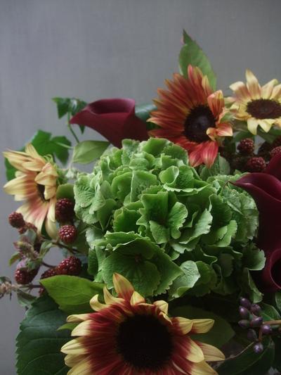 オークリーフ(秋色紫陽花と季節の花のアレンジメントⅡ  )_f0049672_12594520.jpg