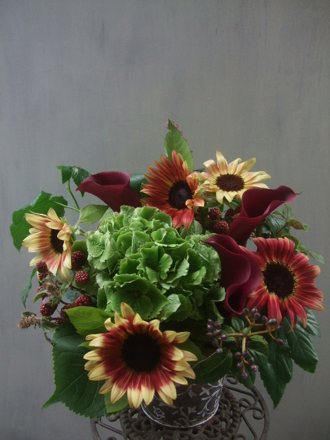 オークリーフ(秋色紫陽花と季節の花のアレンジメントⅡ  )_f0049672_12595048.jpg