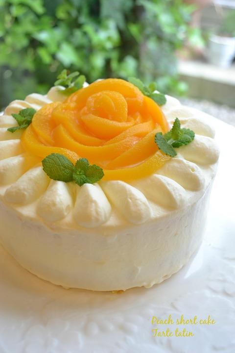 桃 の ショート ケーキ