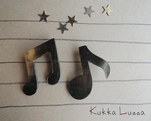 Kukka Lucca、秋のブローチ_c0156749_18112071.jpg