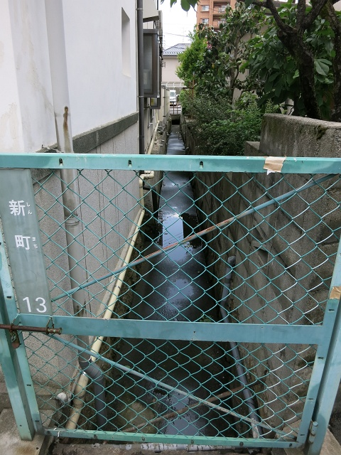 安芸区船越と海田町の境界線の溝_b0095061_9285852.jpg