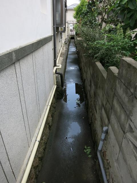 安芸区船越と海田町の境界線の溝_b0095061_929551.jpg