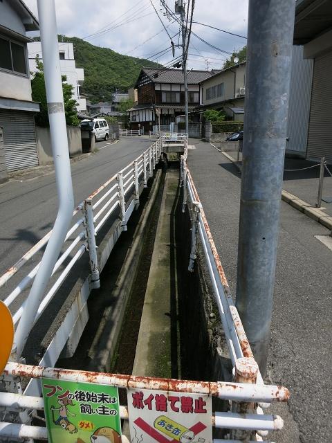 安芸区船越と海田町の境界線の溝_b0095061_9313483.jpg