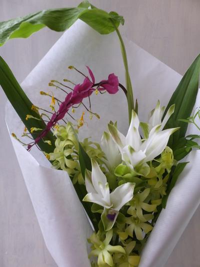 オークリーフ(クルクマを入れた季節の花束)_f0049672_16151898.jpg