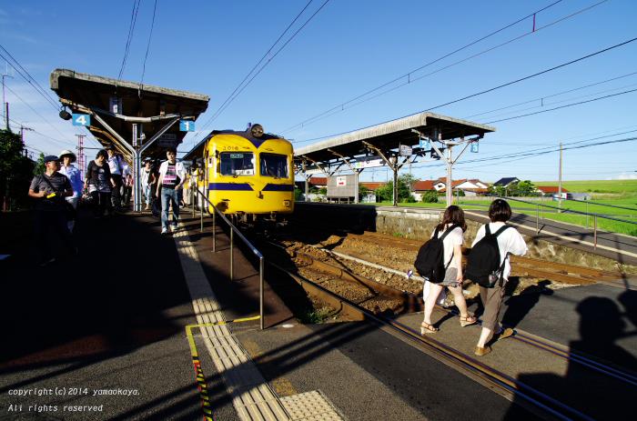 夕刻の乗り換え駅で_d0309612_0372535.jpg