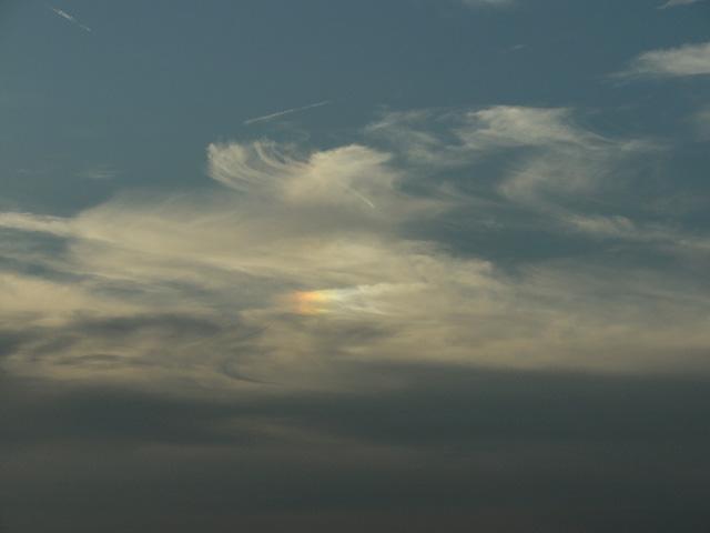 窓から見え続ける彩雲が気になってしょーがない(^^;_b0006870_23514191.jpg