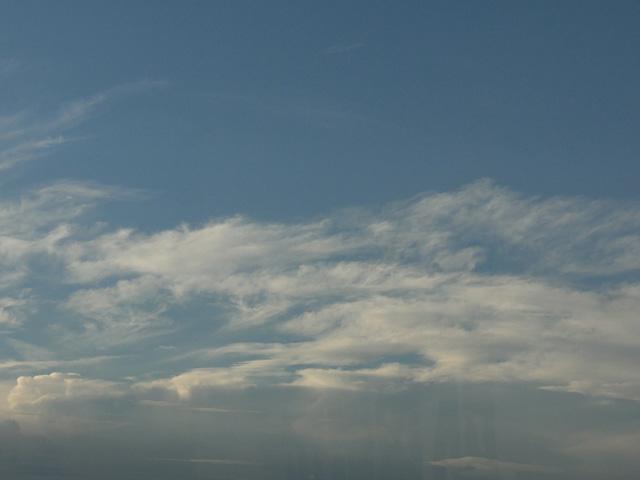 窓から見え続ける彩雲が気になってしょーがない(^^;_b0006870_23515986.jpg
