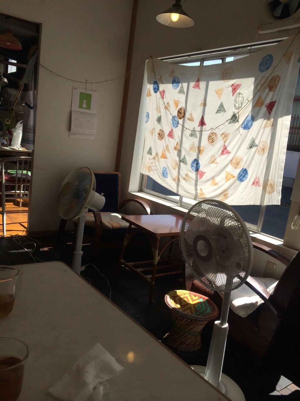 食堂 カルン でランチ_e0115904_21515361.jpg