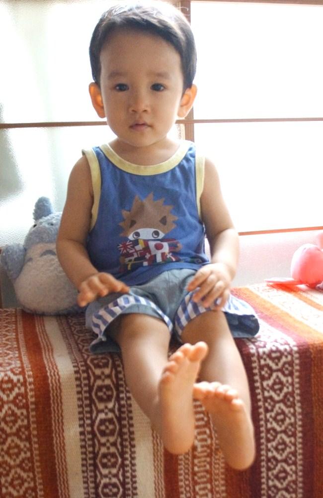 5日で1歳5ヵ月になりました。言える単語は二十数語、初めて話した文は「ここがいい」_f0006713_23340723.jpg