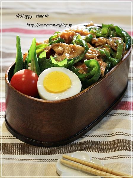 豚肉とピーマンの味噌炒め弁当とバターロール♪_f0348032_18223275.jpg